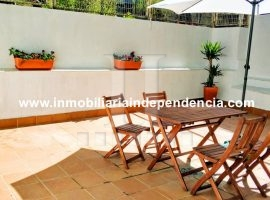 Piso de 2 dormitorios con amplia terraza y garaje en Camelias