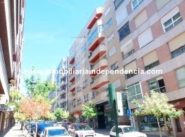Piso de 2 dormitorios con garaje en c/ Barcelona