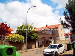 Chalet en venta en Urbanización cerrada en Alcabre