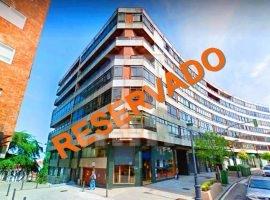 Piso de 3 dormitorios con garaje para reformar en López Mora
